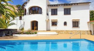 Mooie villa met zeer groot zwembad