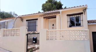 Eenvoudige villa in Pla del Mar